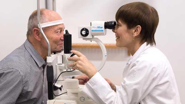 Používání mobilů, počítačů a tabletů neprospívá zdraví zraku
