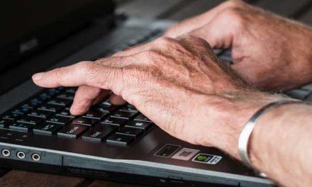 Pravdivé i nepravdivé zprávy emailem šíří nejvíce senioři