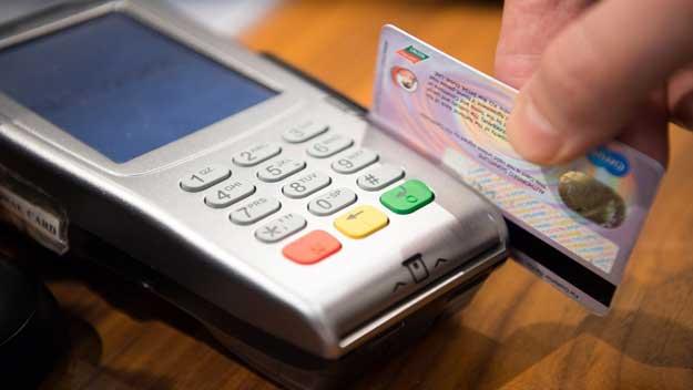 Při platbách kartou v zahraničí pozor na variantu  DCC