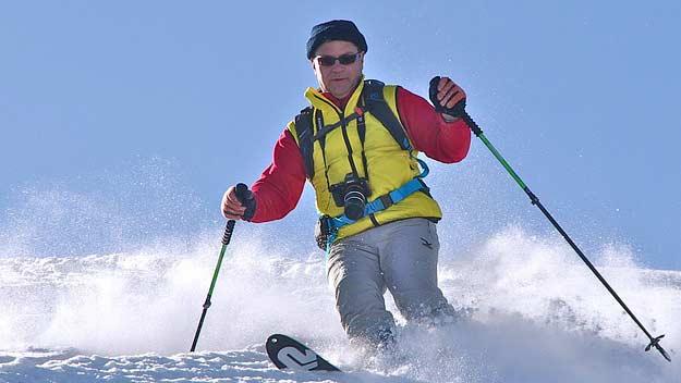 V lyžařské výbavě by neměly chybět sluneční brýle i umělé slzy