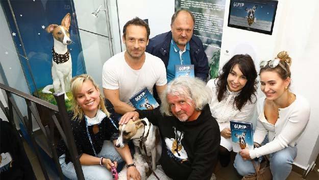 F. A. Brabec, Nela Boudová a Patricie Pagáčová odhalili marcipánovou sochu Gumpa. Brzy se bude točit film!