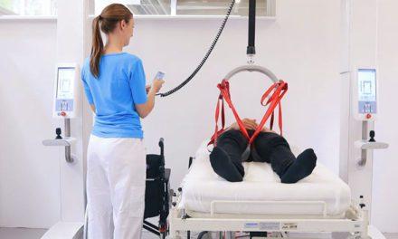Mobilní chytrý robot pro překládání a rehabilitaci pacientů