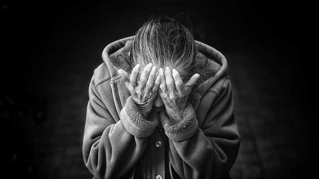Jak předejít chmurným myšlenkám seniorů v odloučení