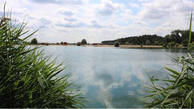 Ke koupání láká kvalitní voda ve středočeských pískovnách